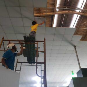 thi công nhà xưởng bằng trần la phông giá rẻ với chất lượng cam kết